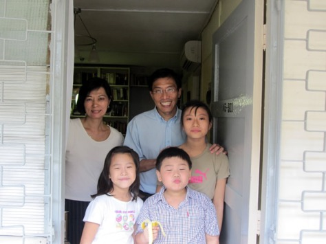 dr_chee_with_his_family